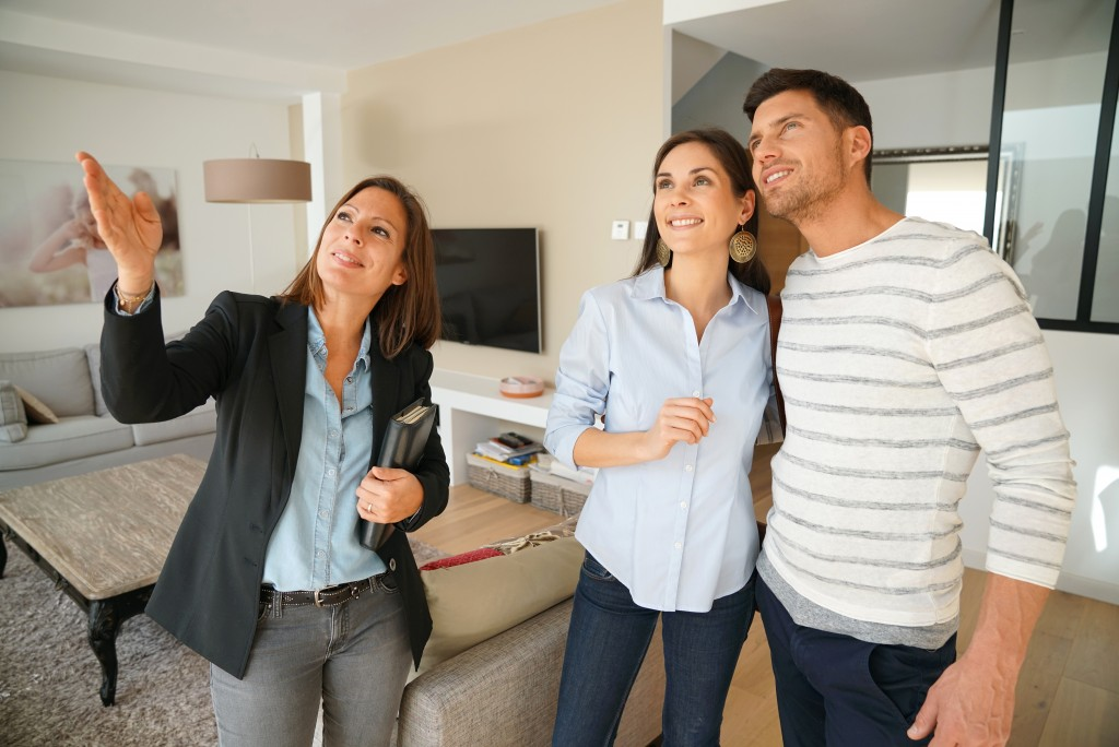 broker assisting a couple in buying a home
