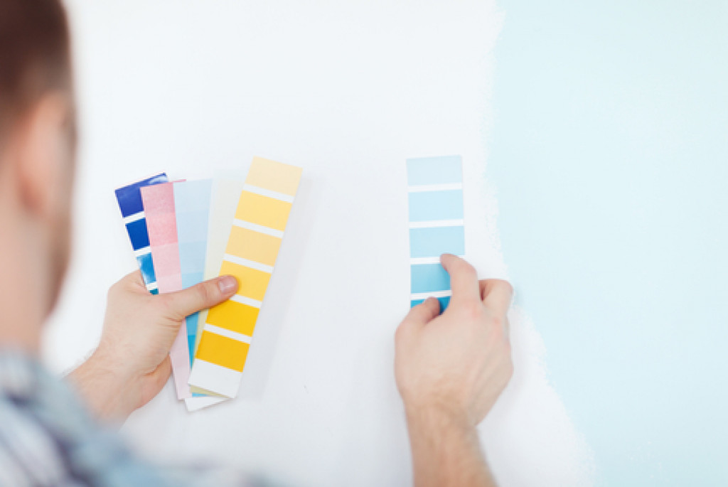 man choosing color scheme